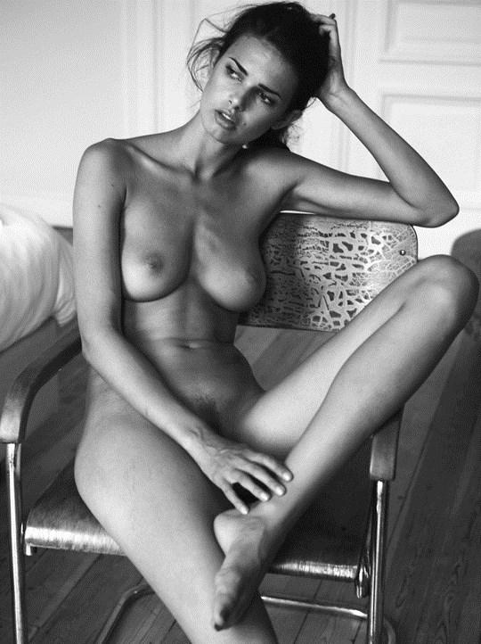 白黒写真がエロスを引き立てるw美女たちがヌード写真で見せる極上エロポルノ画像www 7 30