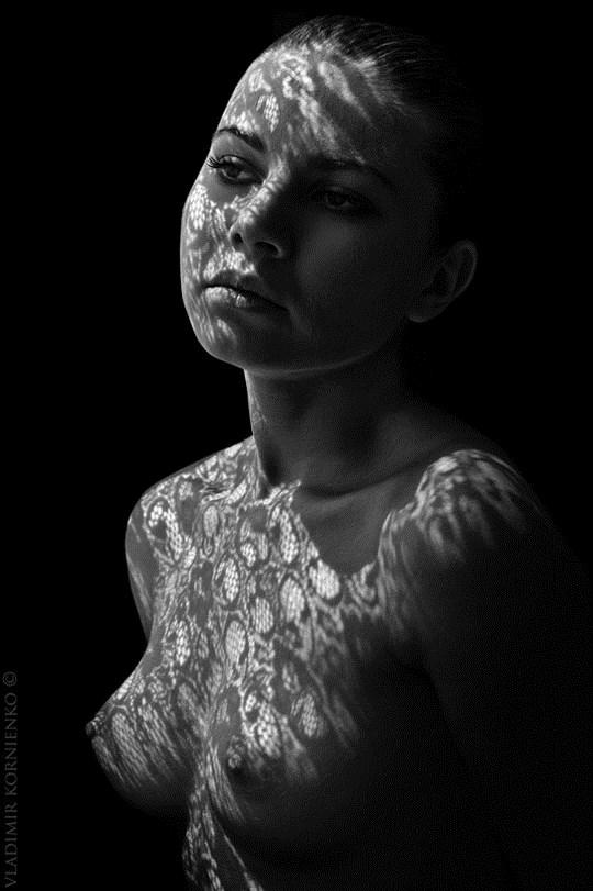 白黒写真がエロスを引き立てるw美女たちがヌード写真で見せる極上エロポルノ画像www 9 29