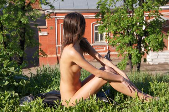 【海外ロシアヌードグラビア撮影】『超SSS級美少女』すっげ~カワイ子ちゃんネットで発見!!後ろからのアングルでオマンコ●見せwwww 11 31