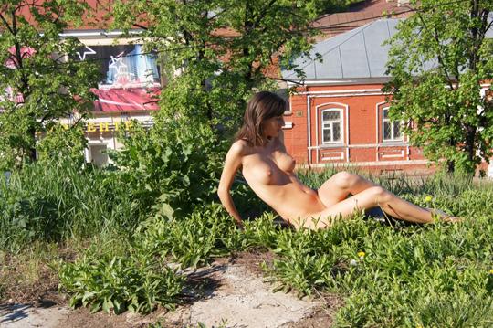 【海外ロシアヌードグラビア撮影】『超SSS級美少女』すっげ~カワイ子ちゃんネットで発見!!後ろからのアングルでオマンコ●見せwwww 12 30