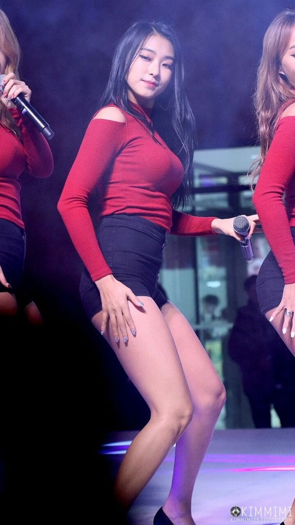 【韓国K POP】『美尻ふりまくり~~~!!』超やばいwスレンダー美女たちが見せるケツ割れがたまらんのwwww 13 14