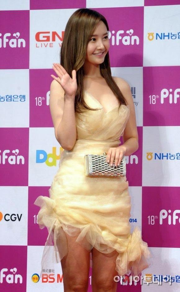 【韓国K POP】『美尻ふりまくり~~~!!』超やばいwスレンダー美女たちが見せるケツ割れがたまらんのwwww 15 14