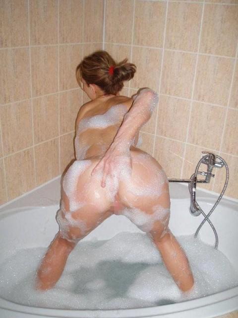 【シャワー室でおふざけポルノエロ画像】『女の子同士でイチャイチャ全裸♥』外人ならではの女子同士でイタズラ三昧・・・・ 15 57