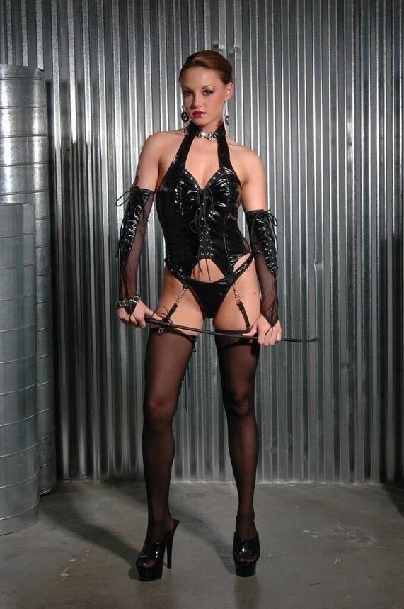 【ボンテージSM】マニアには最高っす!!爆乳美女がムチでたたいてくれちゃうなんてw外人ポルノエロ画像wwww 15 70