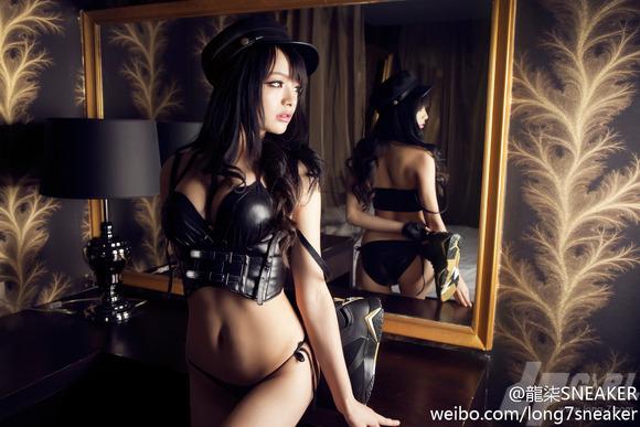 【コスプレイヤー李玲】『中国人エロ画像キターーー!!』ボインの爆乳美少女が聖闘士星矢のアテナ 城戸沙織のコスで男を魅了しちゃうwwwwwwww 2 14