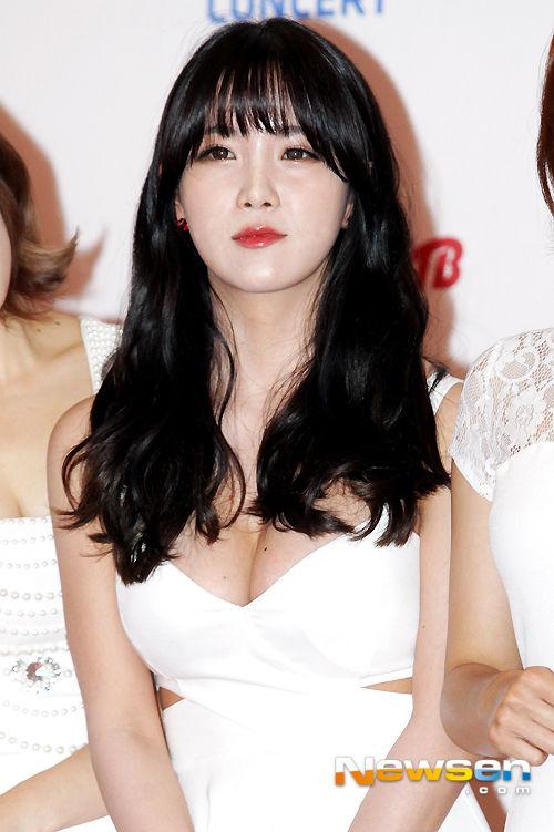 【韓国K POP】『美尻ふりまくり~~~!!』超やばいwスレンダー美女たちが見せるケツ割れがたまらんのwwww 2 16