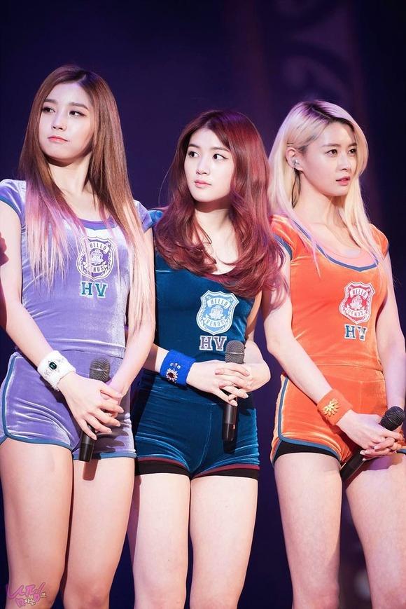 【韓国K POP】『美尻ふりまくり~~~!!』超やばいwスレンダー美女たちが見せるケツ割れがたまらんのwwww 23 9
