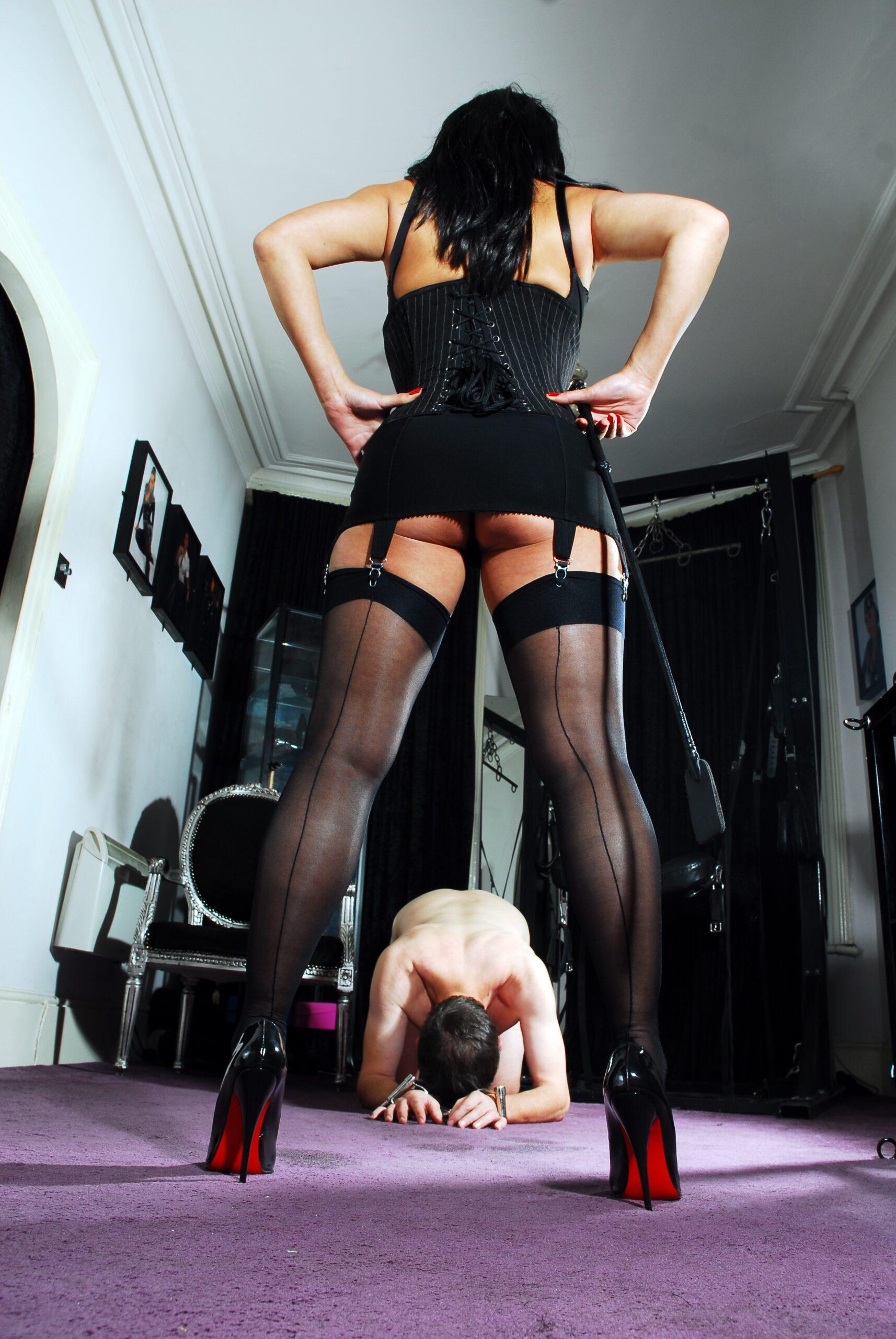 【ボンテージSM】マニアには最高っす!!爆乳美女がムチでたたいてくれちゃうなんてw外人ポルノエロ画像wwww 24 55 scaled