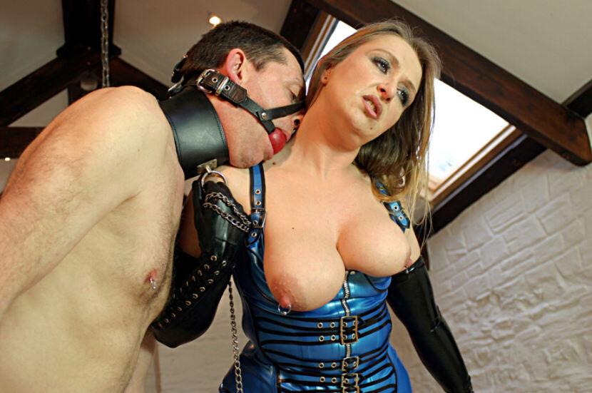 【ボンテージSM】マニアには最高っす!!爆乳美女がムチでたたいてくれちゃうなんてw外人ポルノエロ画像wwww 26 50