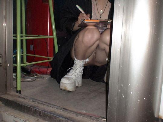 【台湾露出】『日乳美少女がヤバいの売ってるぞw』全裸で違法タバコ売ってる美少女がオマンコ●見せとかヤバすぎるww 27 19