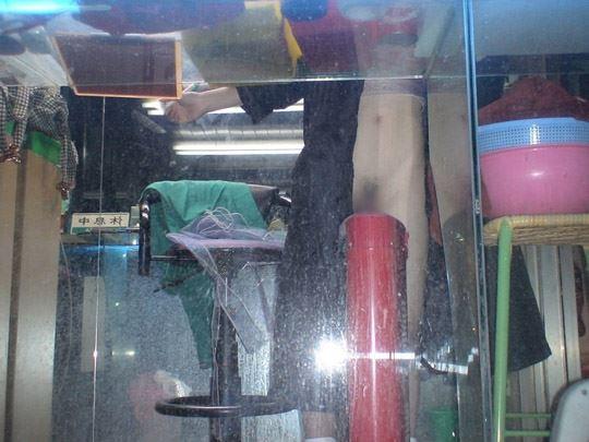 【台湾露出】『日乳美少女がヤバいの売ってるぞw』全裸で違法タバコ売ってる美少女がオマンコ●見せとかヤバすぎるww 28 19