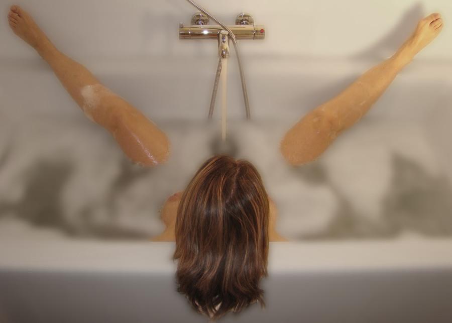 【シャワー室でおふざけポルノエロ画像】『女の子同士でイチャイチャ全裸♥』外人ならではの女子同士でイタズラ三昧・・・・ 3 67
