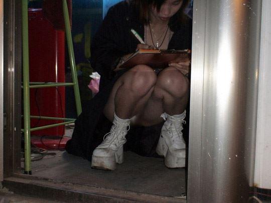 【台湾露出】『日乳美少女がヤバいの売ってるぞw』全裸で違法タバコ売ってる美少女がオマンコ●見せとかヤバすぎるww 31 8