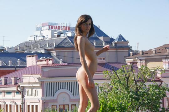 【海外ロシアヌードグラビア撮影】『超SSS級美少女』すっげ~カワイ子ちゃんネットで発見!!後ろからのアングルでオマンコ●見せwwww 34 3