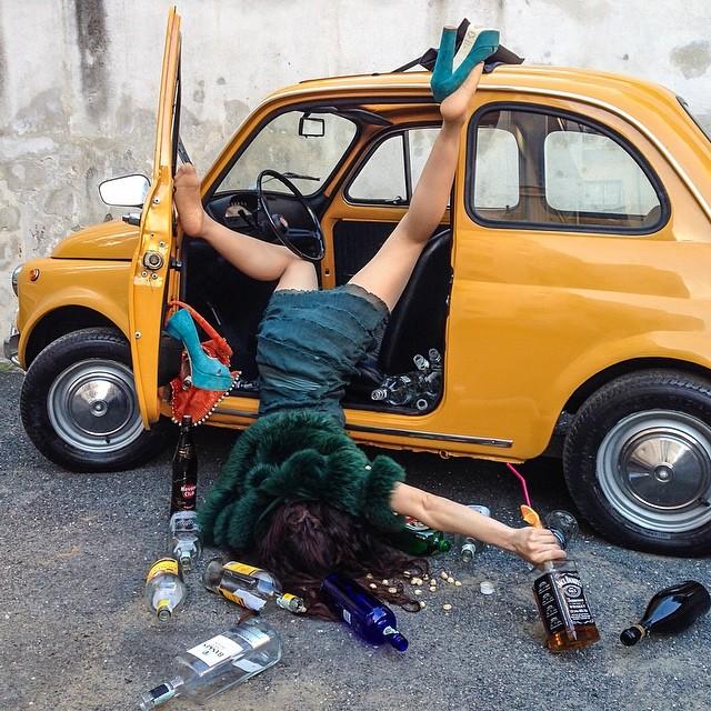 【外人ぶっ飛びポルノ画像】『超酔っ払いで~~~す~』酒飲んでべろべろ状態!!おっぱい丸出しで楽しく<<<<< 34 56