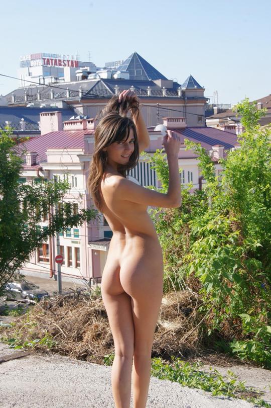 【海外ロシアヌードグラビア撮影】『超SSS級美少女』すっげ~カワイ子ちゃんネットで発見!!後ろからのアングルでオマンコ●見せwwww 41 1