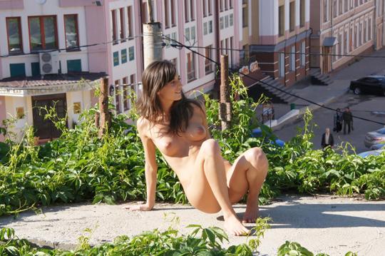 【海外ロシアヌードグラビア撮影】『超SSS級美少女』すっげ~カワイ子ちゃんネットで発見!!後ろからのアングルでオマンコ●見せwwww 51 1