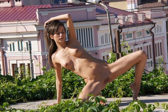 【海外ロシアヌードグラビア撮影】『超SSS級美少女』すっげ~カワイ子ちゃんネットで発見!!後ろからのアングルでオマンコ●見せwwww 56