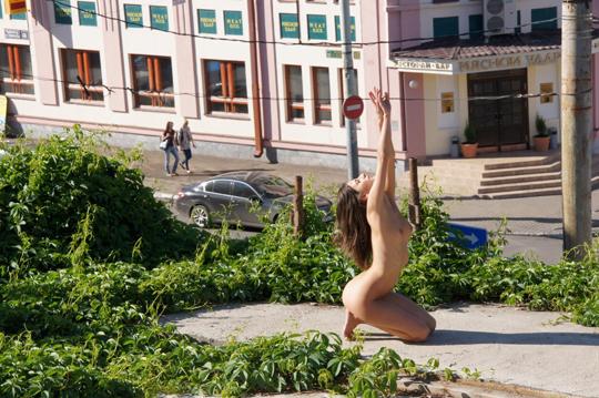 【海外ロシアヌードグラビア撮影】『超SSS級美少女』すっげ~カワイ子ちゃんネットで発見!!後ろからのアングルでオマンコ●見せwwww 60