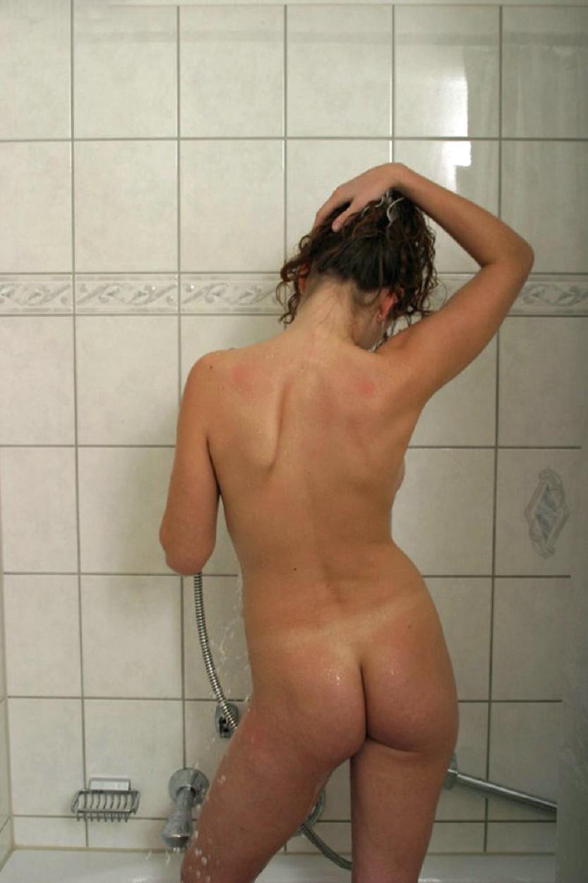 【シャワー室でおふざけポルノエロ画像】『女の子同士でイチャイチャ全裸♥』外人ならではの女子同士でイタズラ三昧・・・・ 9 66