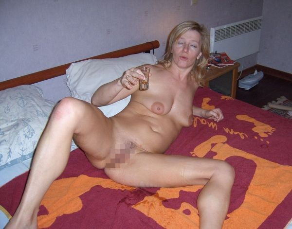 【カンパーイw】外国人が酔っぱらった状態で全裸●見せ海外ポルノエロ画像wwwwww 16 87