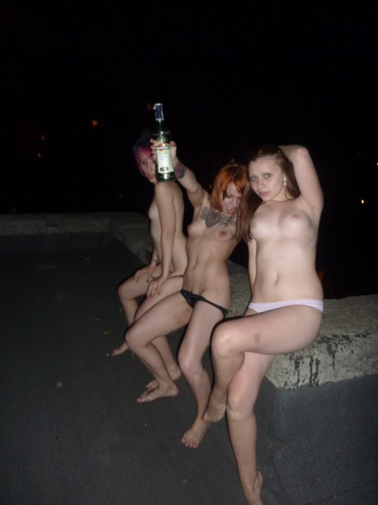 【カンパーイw】外国人が酔っぱらった状態で全裸●見せ海外ポルノエロ画像wwwwww 24 86