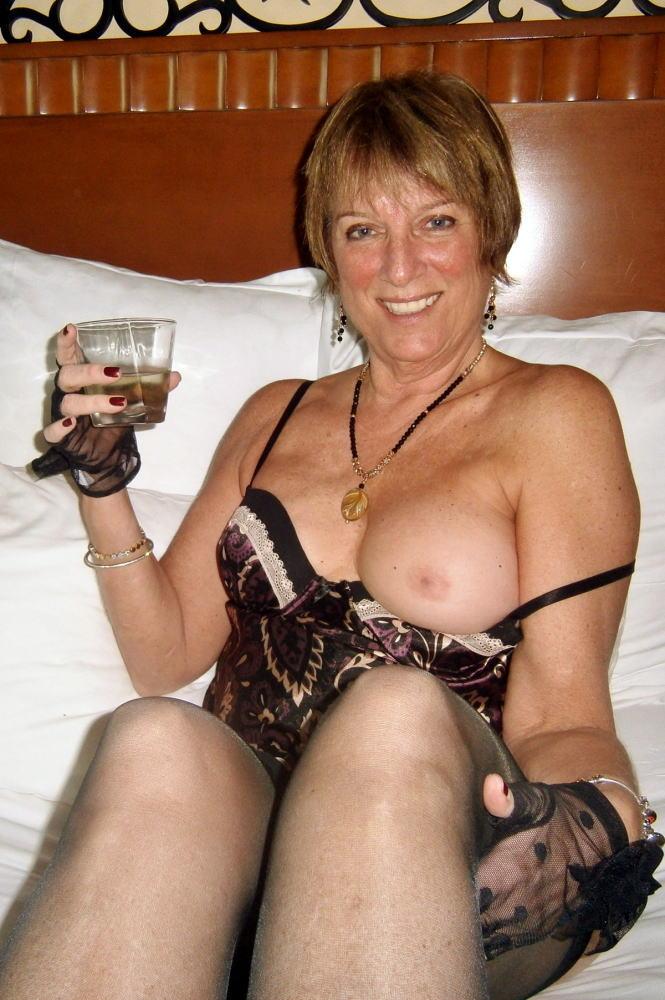 【カンパーイw】外国人が酔っぱらった状態で全裸●見せ海外ポルノエロ画像wwwwww 25 86