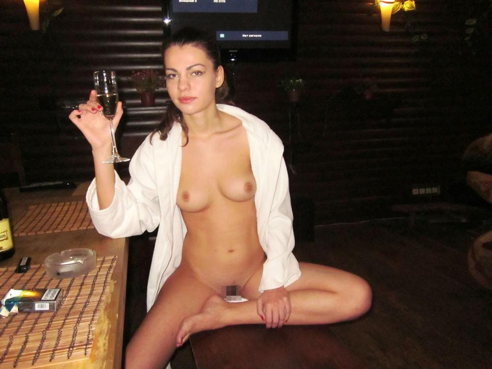 【カンパーイw】外国人が酔っぱらった状態で全裸●見せ海外ポルノエロ画像wwwwww 27 86