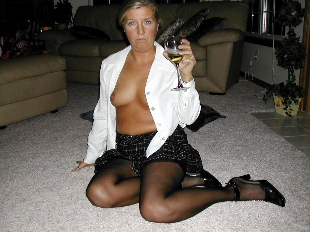 【カンパーイw】外国人が酔っぱらった状態で全裸●見せ海外ポルノエロ画像wwwwww 3 87