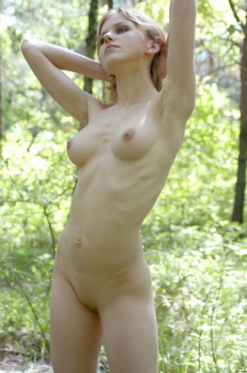 【野外で全裸ヌード!】(゚∀゚)キタコレ!!スタイル抜群ボイン巨乳美少女たちがお外でおっぱいおまんこ●見せwww 30 37