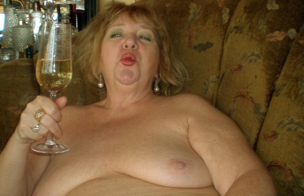 【カンパーイw】外国人が酔っぱらった状態で全裸●見せ海外ポルノエロ画像wwwwww 35 39