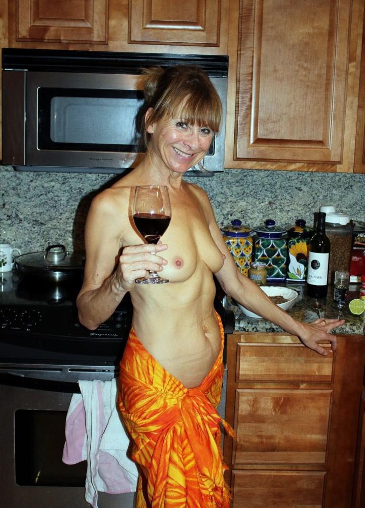 【カンパーイw】外国人が酔っぱらった状態で全裸●見せ海外ポルノエロ画像wwwwww 4 87