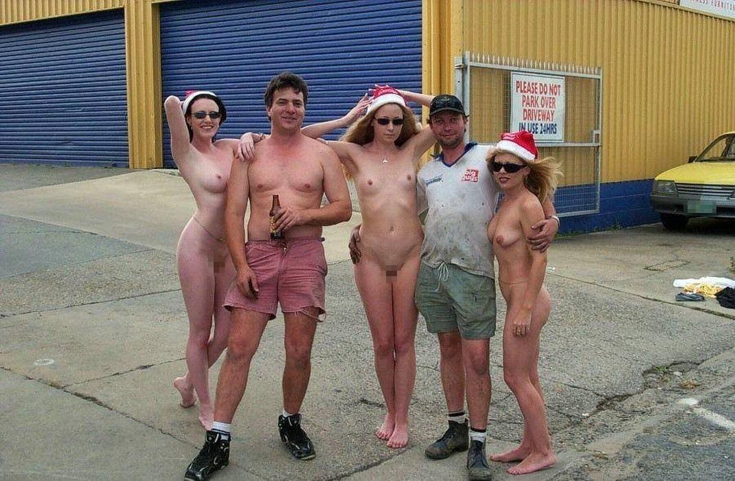 【勃起回避不能w】『サンタクロースエロすぎるだろw』外国人がクリスマスでおふざけしちゃうエロ画像wwwww 42 5