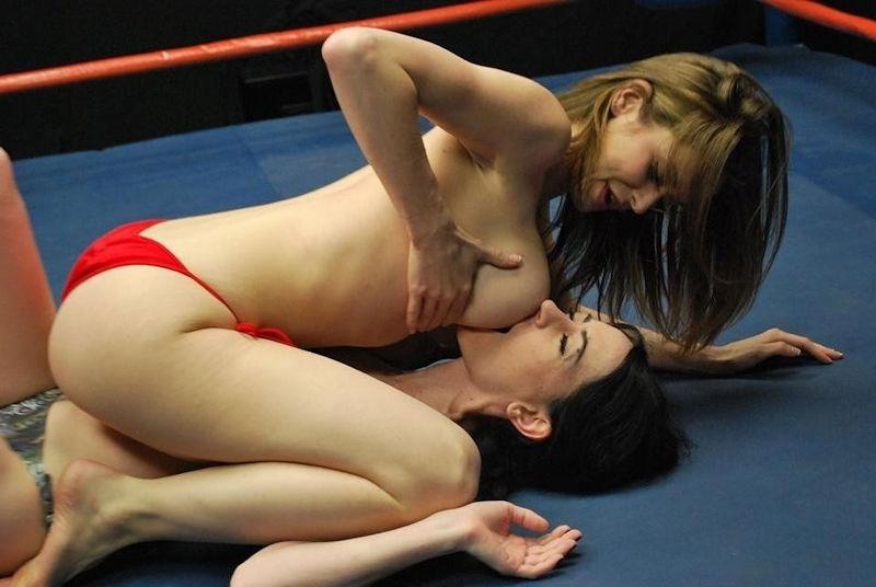 外国人レズ画像!!超絶品美女があ互いに感じあっちゃうw乳首攻めでもだえるレズプレイがたまらないwwww 10 150