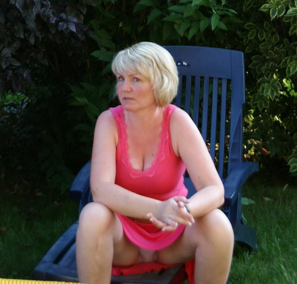 人妻熟女のパンチラ盗撮wwwエロい格好で下着見せちゃう外国人ポルノエロ画像wwww 11 97