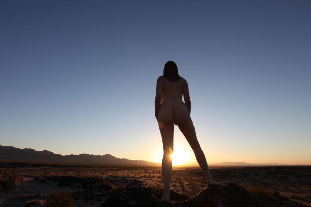 【エジプト砂漠で全裸ノード撮影】『世界のエロ画像』まさにアート!生まれたまんまで自然とたわむれる極上美女!!!!! 11