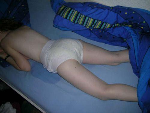 (゚∀゚)キタコレ!!マニア必見www外国人が寝小便した貴重なポルノエロ画像wwww 13 141