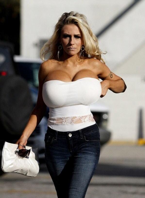 【爆乳オッパイエロ画像】(゚∀゚)キタコレ!!世界の美女のレベルを見せつける超乳が半端ないってwwwwwww 13 82
