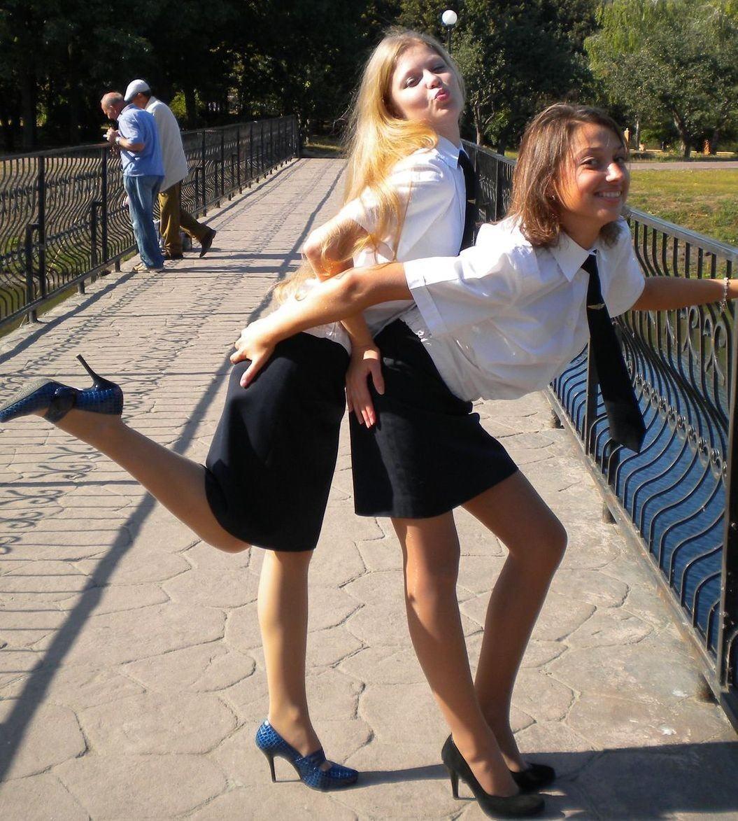 制服着た~~~~美女と美少女がエロいコスプレでエロいパンティー見せちゃうポルノエロ画像wwww 13 90