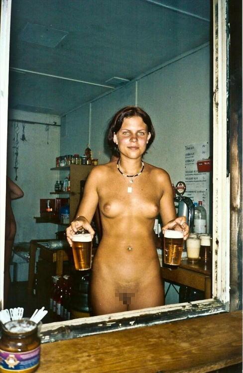 これヤバwwwーーー❖ヌード姿でビールを飲む外国人ポルノエロ画像www 15 94