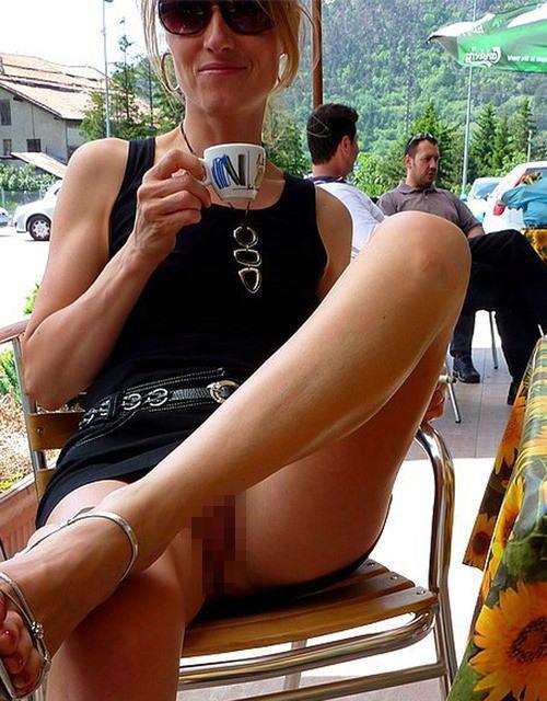 人妻熟女のパンチラ盗撮wwwエロい格好で下着見せちゃう外国人ポルノエロ画像wwww 15 97