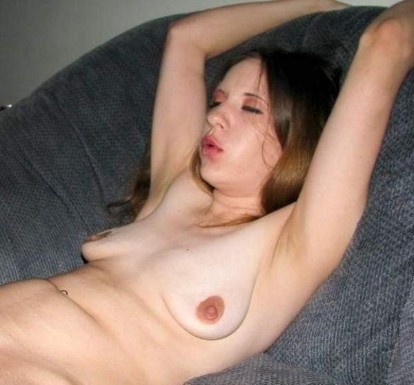 【たれ乳外国人】貧乳でたれまくりのかわいそうなオッパイを持ってる世界のポルノエロ画像wwwww 16 49