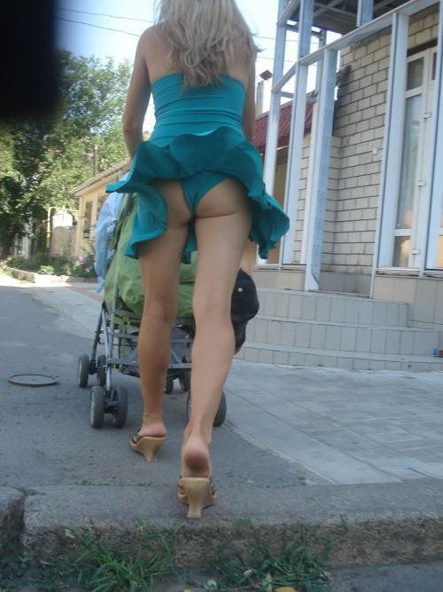 人妻熟女のパンチラ盗撮wwwエロい格好で下着見せちゃう外国人ポルノエロ画像wwww 16 96