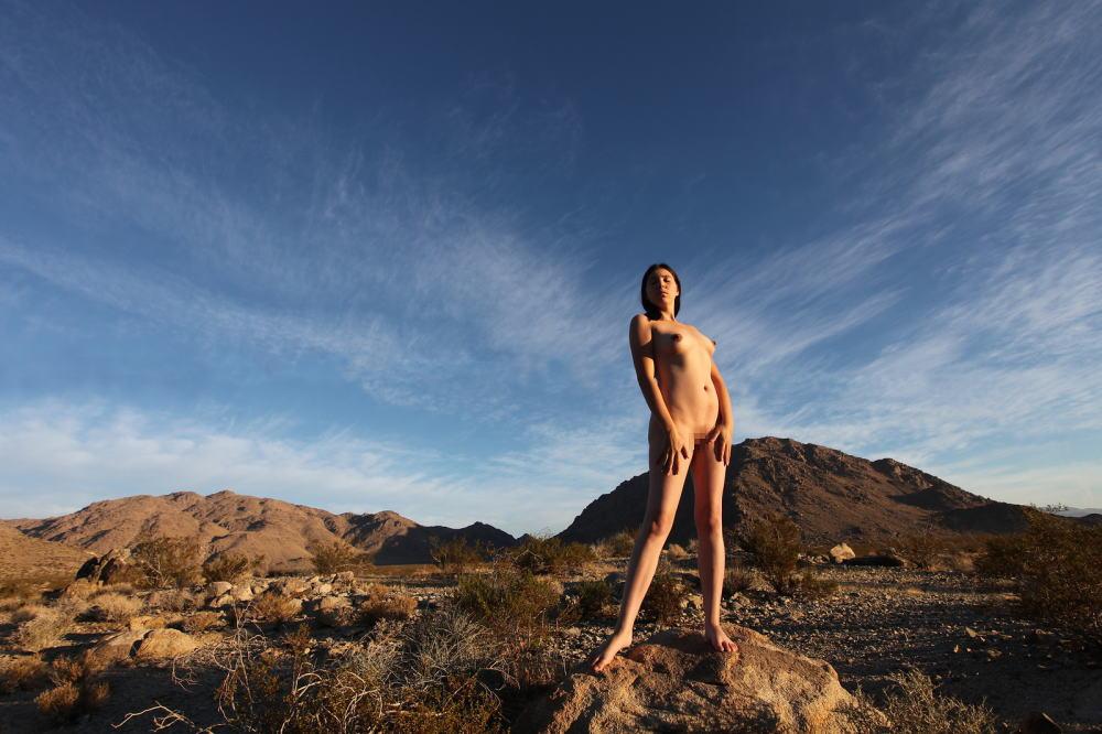【エジプト砂漠で全裸ノード撮影】『世界のエロ画像』まさにアート!生まれたまんまで自然とたわむれる極上美女!!!!! 16