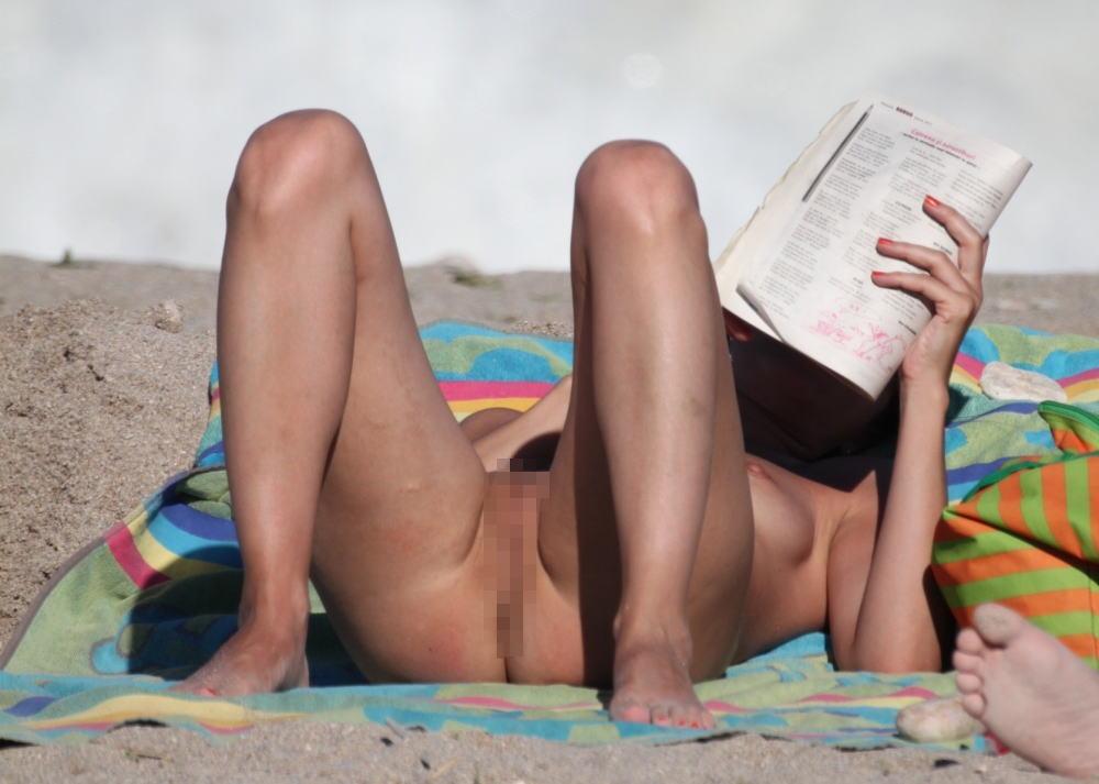 ---❖(゚∀゚)キタコレ!!早期削除注意ーー海岸でオマンコ●見せの外国人発見wwwww 18 19