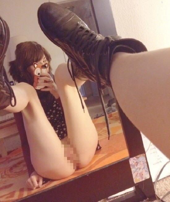 【自撮り洋物】---❖これマジでエロ杉w鏡の前でオマンコ自分で見てる淫乱娘のエロ画像集wwwww 19 71