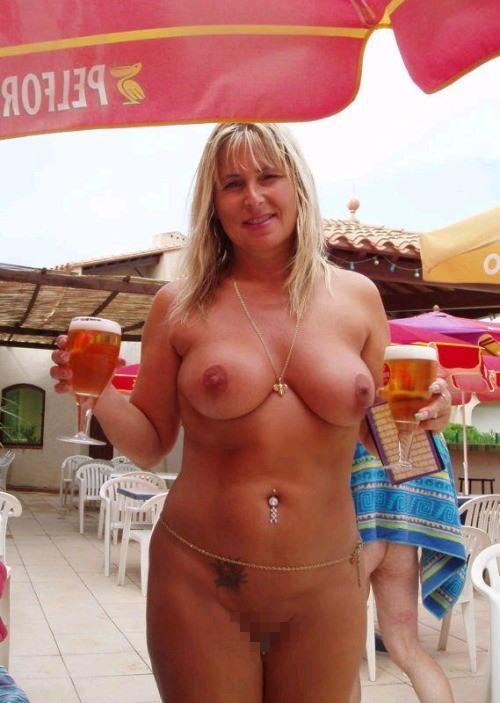 これヤバwwwーーー❖ヌード姿でビールを飲む外国人ポルノエロ画像www 19 93