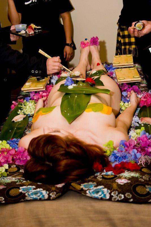 ーーーーー❖超レア画像ww女体盛りされちゃう外国人ポルノエロ画像wwwww 2 132