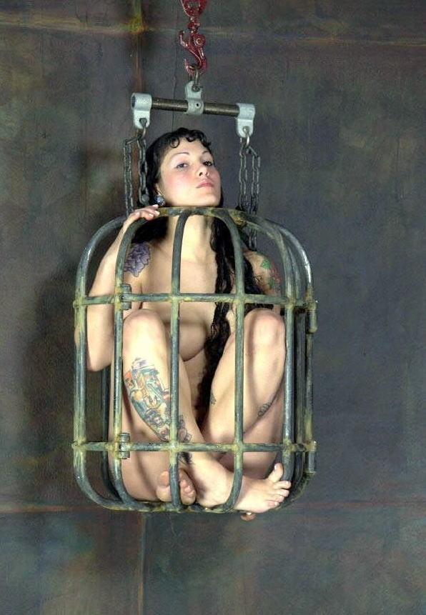【調教奴隷外人エロ画像】『鳥かごにいれちゃうぞwww』まじでやば杉wやりたい放題し放題wwwwwwww 2 35