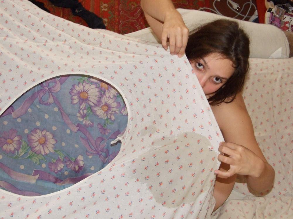 (゚∀゚)キタコレ!!マニア必見www外国人が寝小便した貴重なポルノエロ画像wwww 22 137